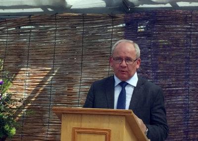 Dr Eugen Ehmann Regierungspraesident Pflanzentaufe2019