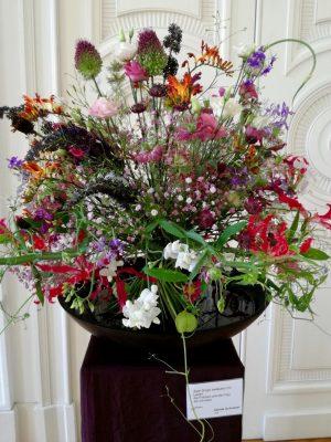 Blumenstrauß mit Gloriosa und Montbretien