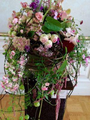 Blumenstrauß mit Rosen und Orchideen